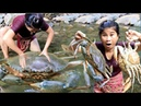 Primitive Technology - Cooking 2 Big Crabs by Girl At river - grilled Two crabs Eating delicious #74