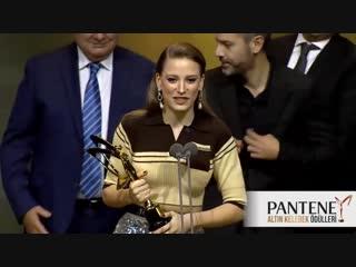 En İyi İnternet Dizisi-Fi- Serenay Sarıkaya Altın Kelebek Ödül Töreni