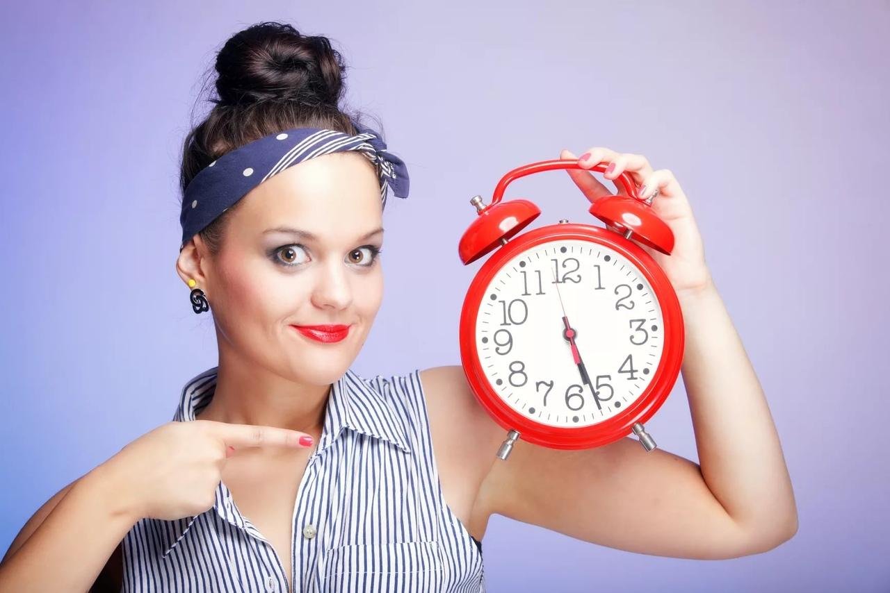 Дамам проще с бизнесом, но нынешняя мода диктует и для них часовые правила.