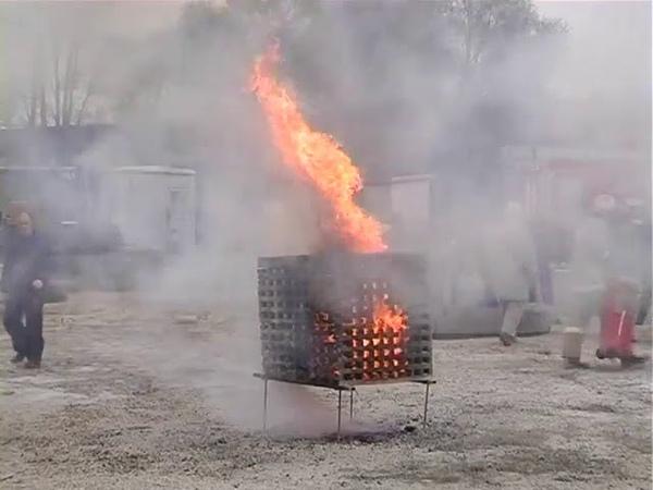 Тушение ОП 100 в действии Вот какие огнетушители нас оберегают