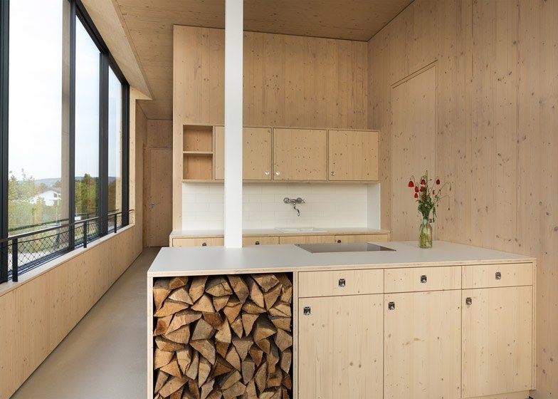 blackened-timber house / Maximilian Eisenköck