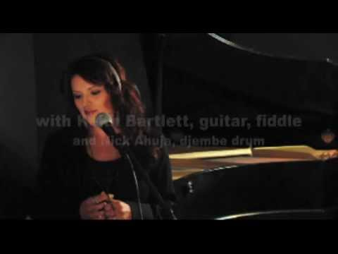 Falynn - O Holy Night (sung in Cree)