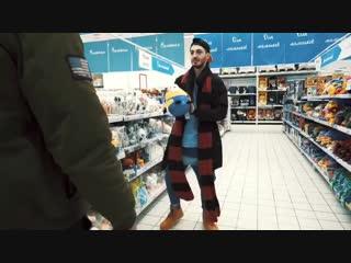 Йося и Саймон классно танцуют в супермаркете :)