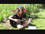 ТЫ ДЕСАНТ _ девушка поет классную песню под гитару
