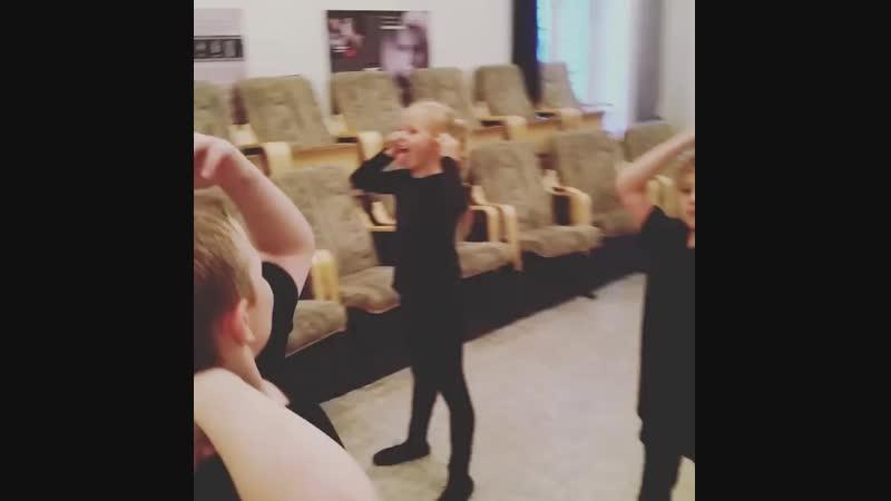 Средняя группа. Актерское мастерство. Упражнение: Зеркало.