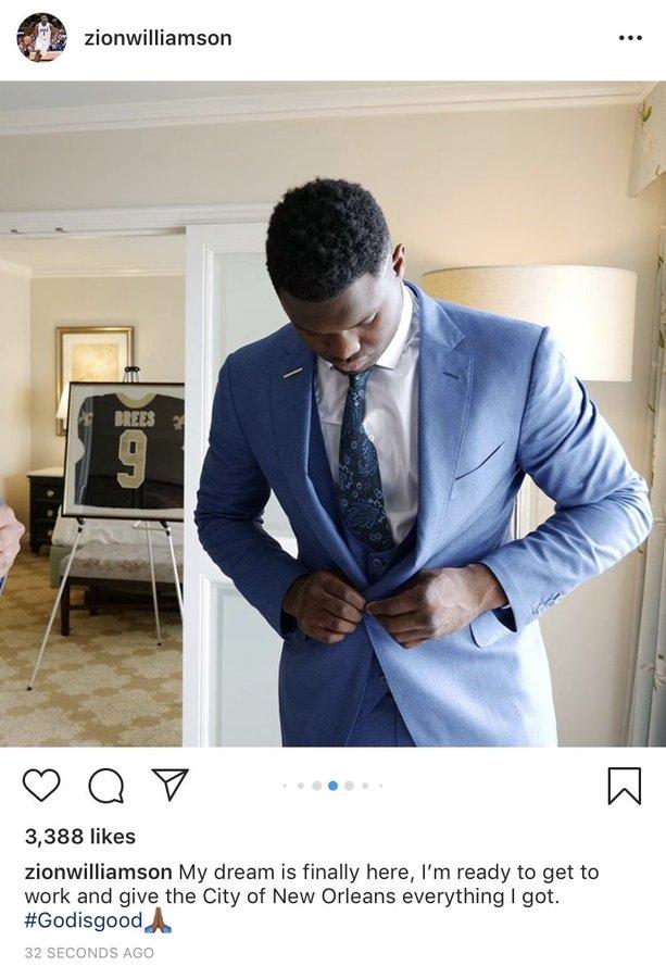 Легендарный игрок «Сэйнтс» подписал для Зайона Уильямсона свою майку с подписью «Передаю эстафету»
