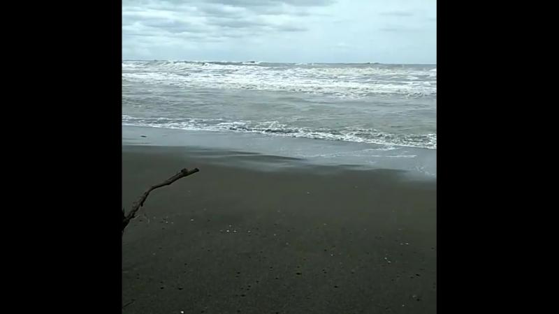 Понял, что шторму конца не будет и отправился в Сванетию, в горы. Может там мне повезет с погодой больше?... Немного шторма в ва