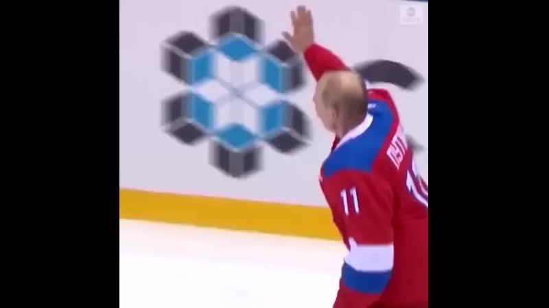 Путин жестко упал на лед после хоккейного матча.mp4