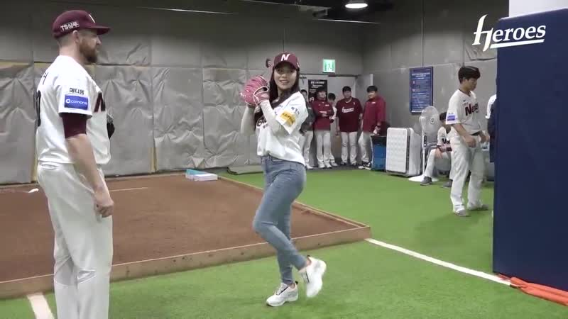 [16.10.18] Ailee First Pitch practice