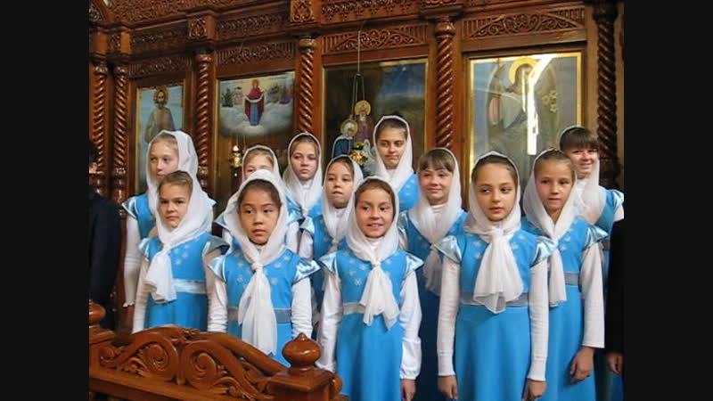 Первое выступление детского хора после праздничной Литургии 22.10.11.