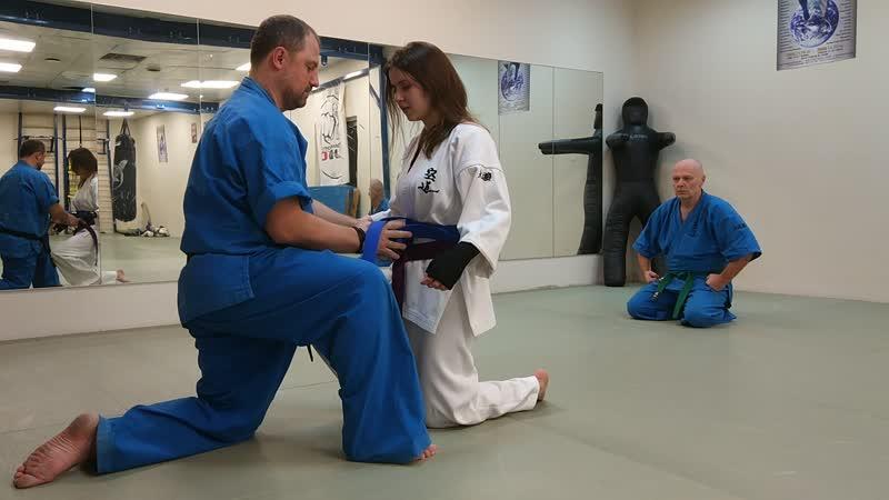 Марина Зосимова получает синий пояс по кудо - 8 кю