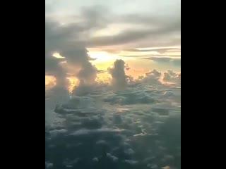 Одна из причин, по которой в самолете стоит садиться у окна