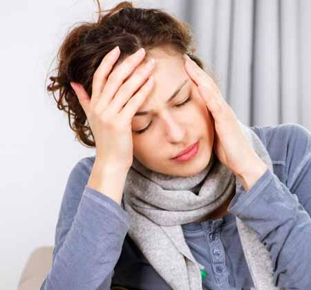 Головные боли являются потенциальным побочным эффектом кломида.