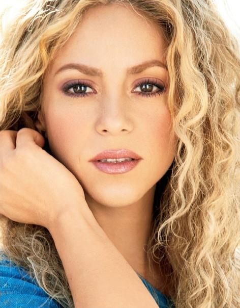 singer Шакира. Шаки́ра Изабе́ль Меба́рак Рипо́лл (род. 2 февраля 1977, Барранкилья), известная мононимно как Шакира - колумбийская певица, автор песен, танцовщица, музыкальный продюсер,