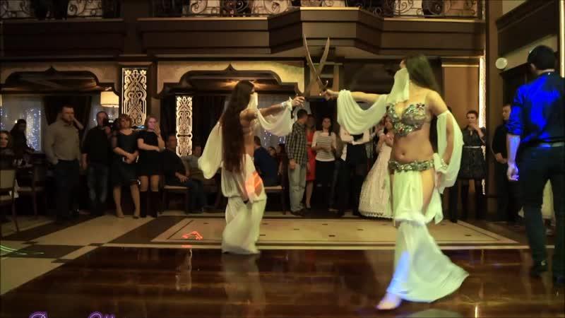 Восточный танец с саблями, Танец живота с мечем.