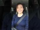 Девушка снимает себя, как она поет в машине Очень красиво