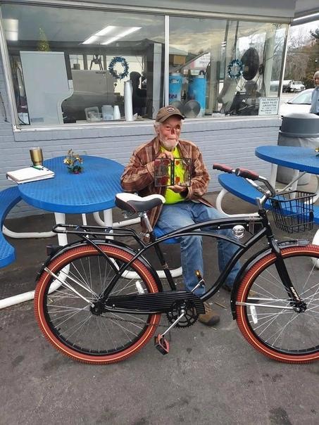 страдающий базальноклеточной карциномой 65-летний кирби эванс зашел в ресторан, но не успел даже сделать заказ, как хозяйка заведения затащила его в свой кабинет и приказала убираться, чтобы не