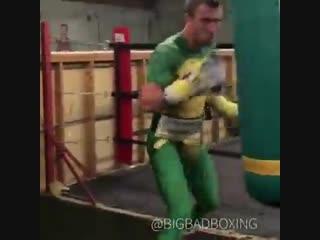 Василий Ломаченко продолжает свою подготовку к бою Хосе Педрасой.
