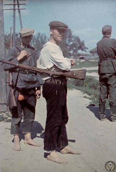 Советские крестьяне под немецкой оккупацией Бытует мнение, что во время оккупации части СССР немцы сохранили колхозы, чтобы «качать» сельхозпродукцию с населения. В реальности все обстояло