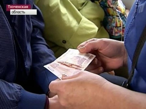 Вавтобусах Тобольска контролёры деньги раздают мешками