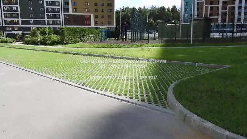 ЖК Эталон-Сити, плоскостная эко-парковка европейского типа. Летом не испаряет жа