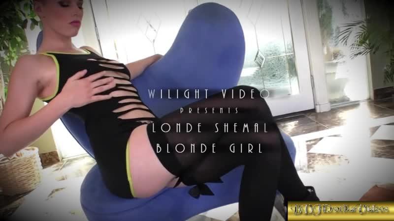 Twilight Blonde Shemale Blonde Girl HD Premium