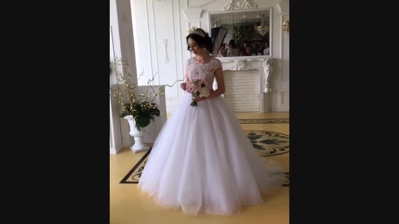 Нежное платье с пудровым топом и пышной фатиновой юбкой