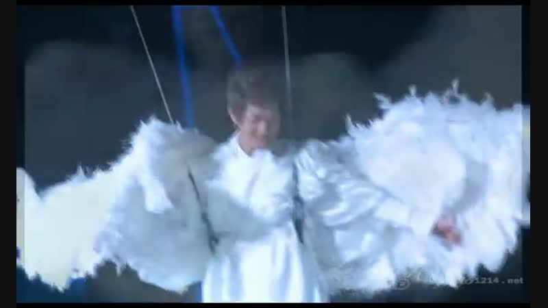 [FANCAM] 110101 Angel Onew Smiling @ SHINee 1st Concert in Seoul