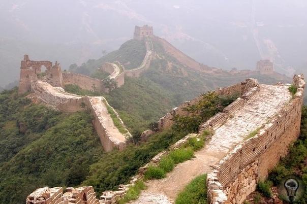 Тайны императора драконов и его подземной армии В 1974 году в Китае недалеко от города Сиань древнекитайской столицы, крестьяне бурили артезианскую скважину к востоку от горы Лишань, но вместо