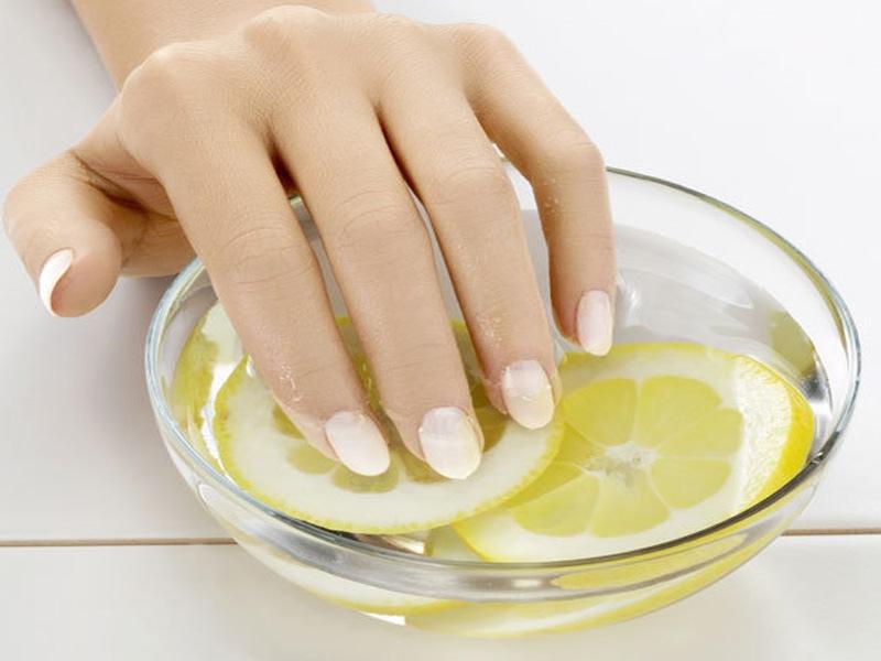 Картинки по запросу От ломкости ногтей поможет лимон и масло