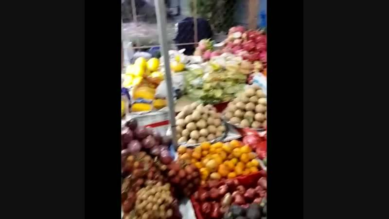 Наш репортаж с Вьетнамского рынка, на котором продают уже знакомые нам фрукты-манго, питайю, звездное яблоко, мангостин и другие