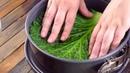 Выкладываем форму капустными листами и накрываем начинкой Просто и вкусно