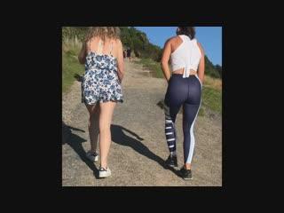 Девушка в спортивных лосинах и её попка | Yoga pants ass