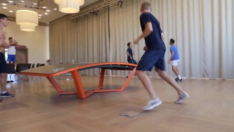 Олександр Зінченко та Руслан Малиновський зіграли в текбол проти команди Олександра Караваєва і Євгена Коноплянки.