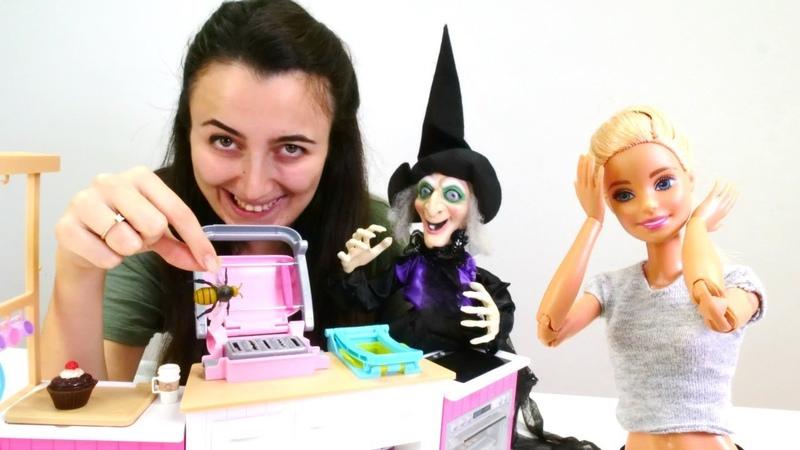 Sevcan ve Barbie oyunları. Cadı yine Sevcanı büyülüyor