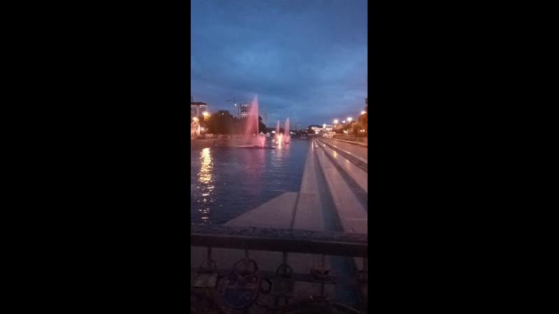 Плотинка. Цветомузыкальный фонтан.