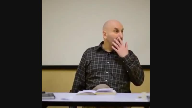 Морф устроился преподом читать лекции в женский коллектив