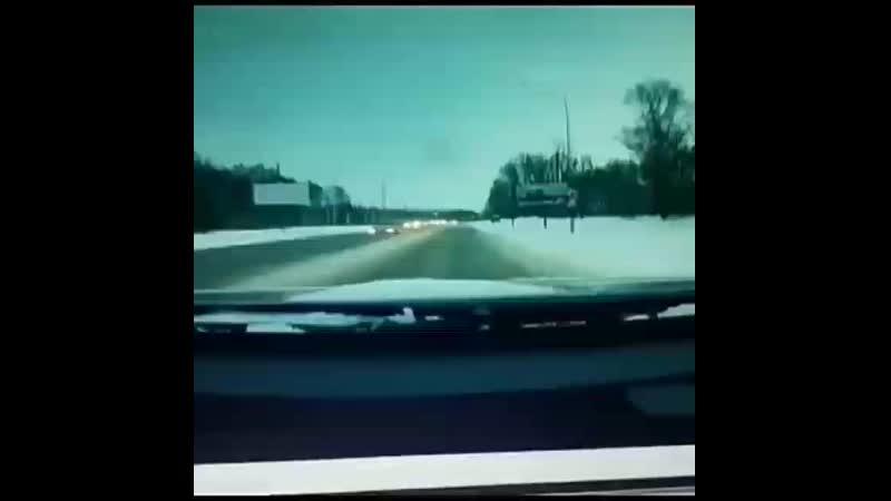 На трассе Казань-Малмыж машина сбила выбежавшего на красный сигнал светофора пешехода  Этот момент попал на видеорегистратор вод