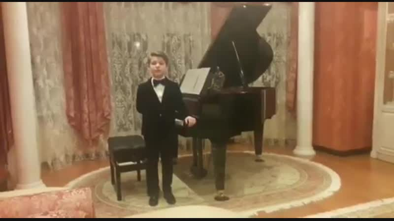 Вячеслав Битаров подарил рояль юному пианисту