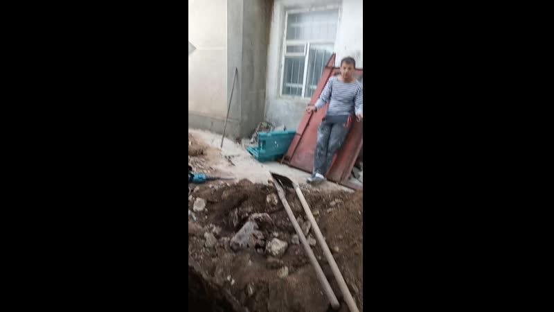 VID_20190503_185201 Незаконное подключение канализации в городскую сеть .Симферополь по ул.Днепровская 75