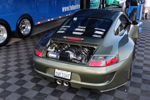 Porsche 911 с 7.0 V8 от Corvette Презентация Porsche 911DV8 на SEMA в 2014 годуПо мнению ценителей наследия марки, Porsche 911 должен быть обязательно с оппозитной шестеркой. Но за десятилетия