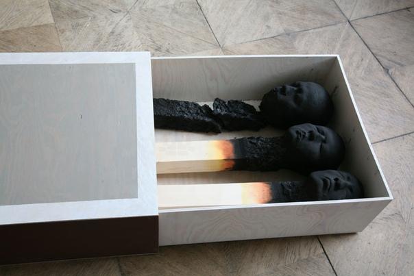 Выгорание. Арт-проект Вольфганга Штиллера. Испугаться, заинтересоваться, задуматься, восхититься, загрустить... Проект неспроста называется философским: спички увенчаны человеческими головами,