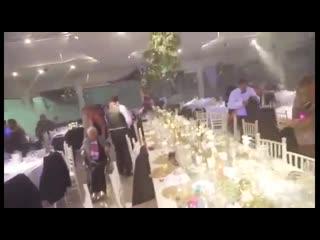 Шторм в аргентинском курортном городке Санта-Фе сорвал свадебное торжество.