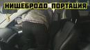 Пассажирка пытается вылезти из такси