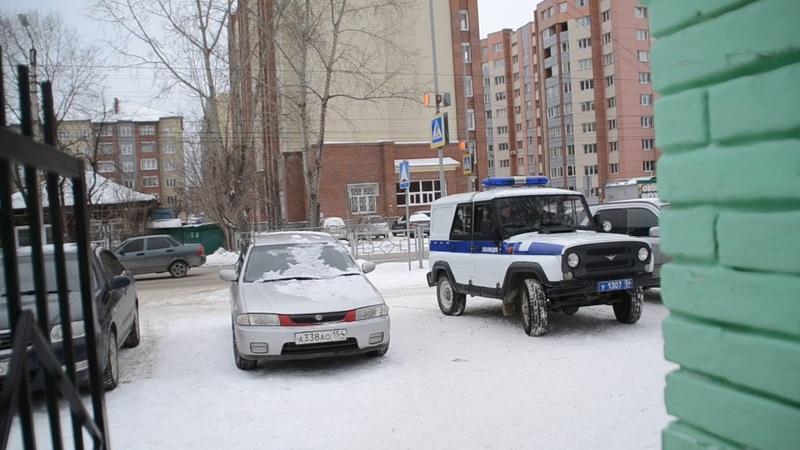 Полицейский защищал от собак школьников в Бердске