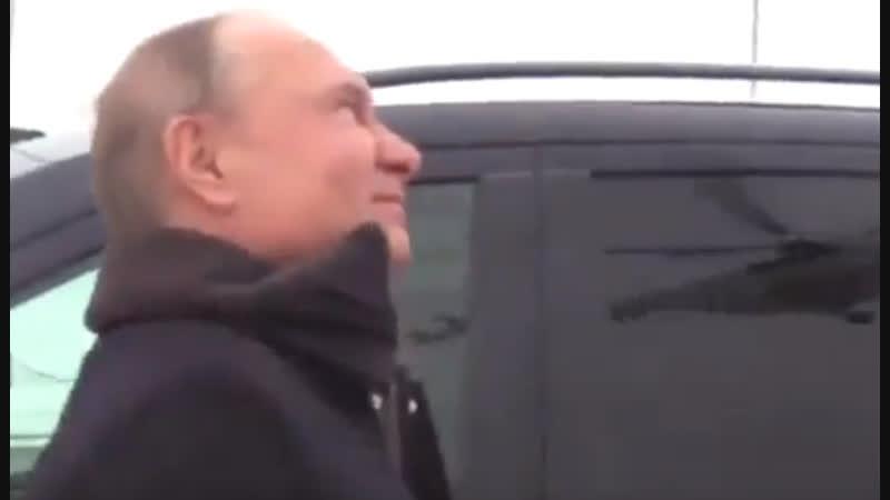 Артем Пальянов по телефону рассказал Владимиру Путину о своих впечатлениях от полета над Петербургом