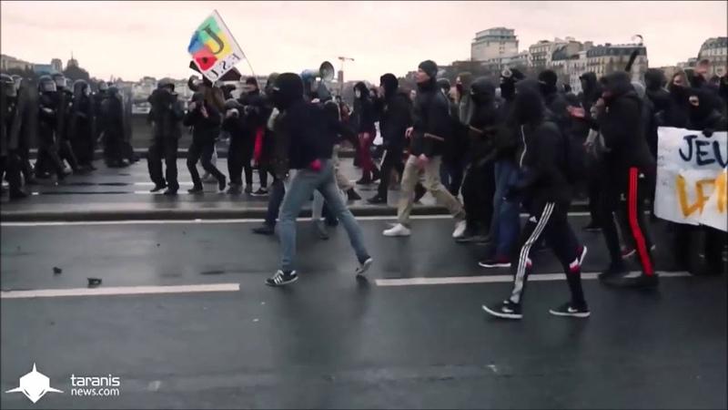 Les Black bloc dans la manifestation des gilets jaunes sur les Champs Elysées