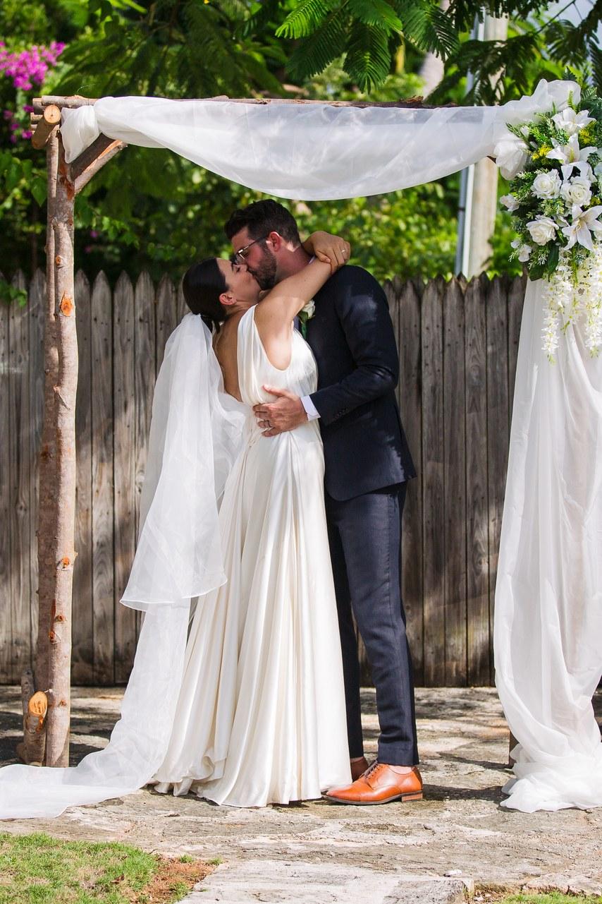ISaQFkmWA2M - Свадьба: цвет настроения - Белый