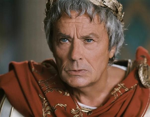 Гай Юлий Цезарь Мужественный человек и обольститель женщин Гай Юлий Цезарь великий римский полководец и император, прославившийся военными подвигами, а также характером, из-за которого имя