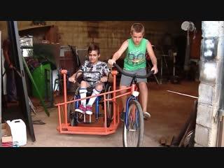 В аргентине мальчик с ограниченными возможностями и его брат придумали уникальный велосипед